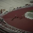 Herstellen des Belags für die 400 m Laufbahnen in der Arena