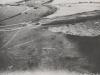 Luftaufnahme Steinbruch mit Bohrmaschinen und Gleistrasse.