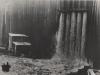 Überlaufleitungen für die künstliche Überschwemmung der Baugrube werden in Betrieb gesetzt, die eigens dafür vorgesehen waren schnell ein Wasserbett schaffen zu können, um den Schlag der herabstürzenden Flutmassen und deren vernichtende Wirkung auf die Gründung und die bereits fertiggestellten Bauteile abzumindern.