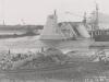Uferanschluss des Fangedamm der Baugrube II - Oberwasser nach dem Bruch im Mai 1941. Beginn der Wiederherstellung.