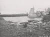 Uferanschluss des Fangedamm der Baugrube II - Oberwasser nach dem Bruch durch das Hochwasser im Mai 1941. Ansicht von Oberwasser.