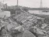 Uferanschluss des Fangedamm der Baugrube II - Oberwasser nach dem Bruch durch das Hochwasser im Mai 1941.