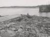 Uferanschluss des Fangedamm der Baugrube II - Unterwasser nach dem Bruch durch das Hochwasser im April/Mai 1941. Ansicht von Oberwasser.