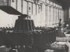 """Montage des Rotors einer der vier vertikalachsigen """"General Electric""""- Generatoren von 32.000 KVA."""