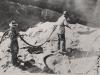 Die Steinoberflächen im Aushub wurden, vor Betonierung des Fundamentbetons, mit Stahlbürsten und Pressluft gereinigt und mit Torkretputz beworfen.
